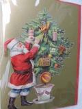 St. Nikolaus schmückt den Weihnachtsbaum