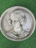 Emblem mit Frauenkopf